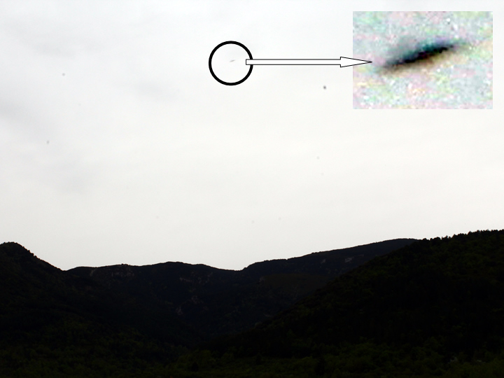 UFO photographed in Rasal &#45; (Huesca &#45; Spain) &#45; 3<sup>rd</sup> May, 2015